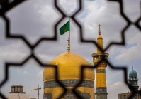 حال و هوای خاص حرم رضوی در روز زیارتی امام رضا(ع)/ پروتکلها کاملا رعایت میشود